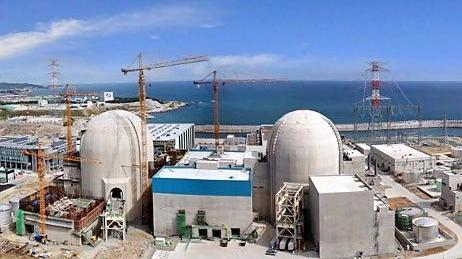 Oil- and Gas-Rich UAE Banks on Nuclear Power